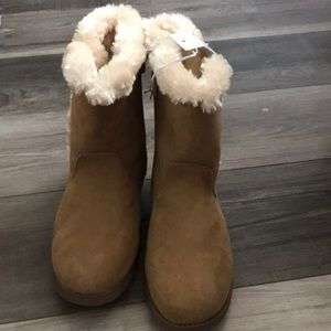 Cat and jack 5y NWT boot